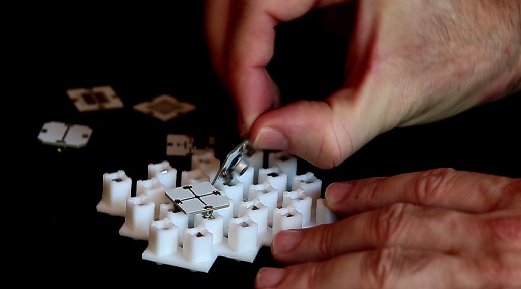 building circuits with SeeBlocks circuit creator